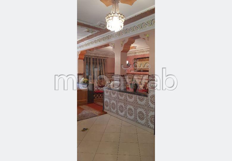 Vente maison à Tanger. 3 grandes pièces. Places de parking.