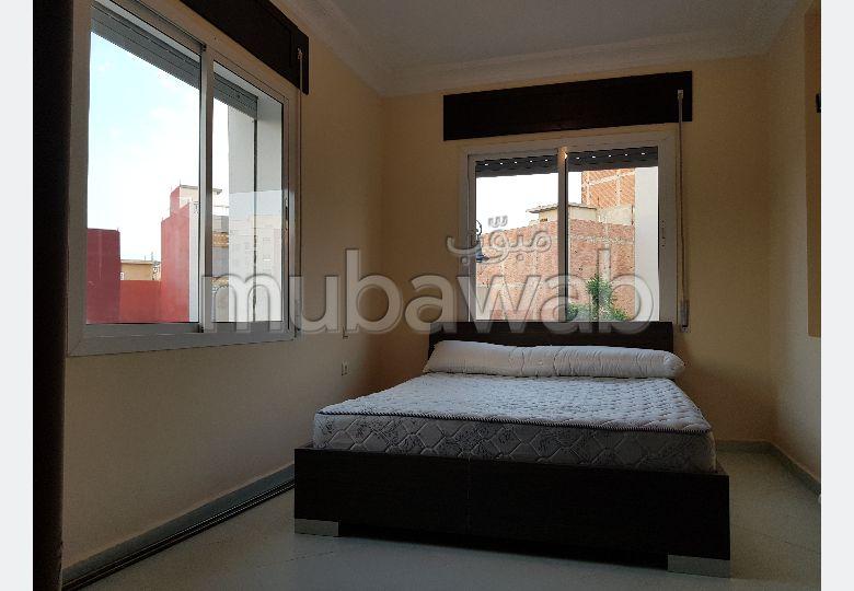 شقة رائعة للبيع بطنجة. المساحة 102 م². باب متين ، صالون مغربي.