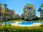 Fabulous apartment for sale. Dimension 135.0 m². Large swimming pool.