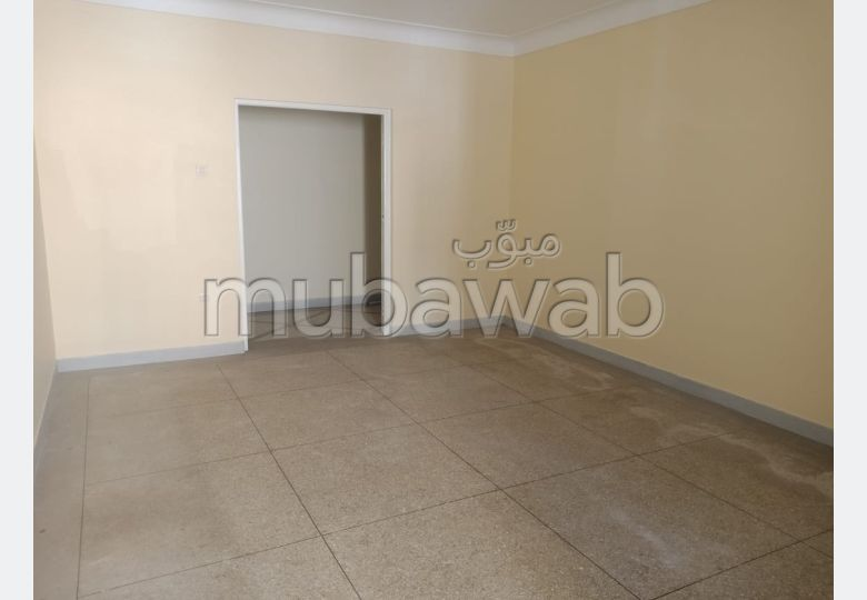 Great apartment for rent. 2 rooms. Parking spaces and terrace.