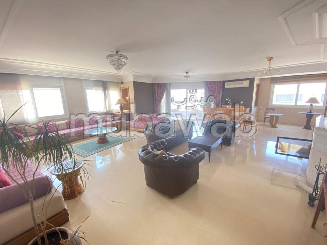 شقة رائعة للإيجار بالدارالبيضاء. 4 غرف. مفروشة.