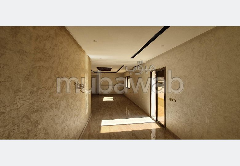 شقة رائعة للبيع بالقنيطرة. 12 قطع مريحة. مصعد وشرفة.