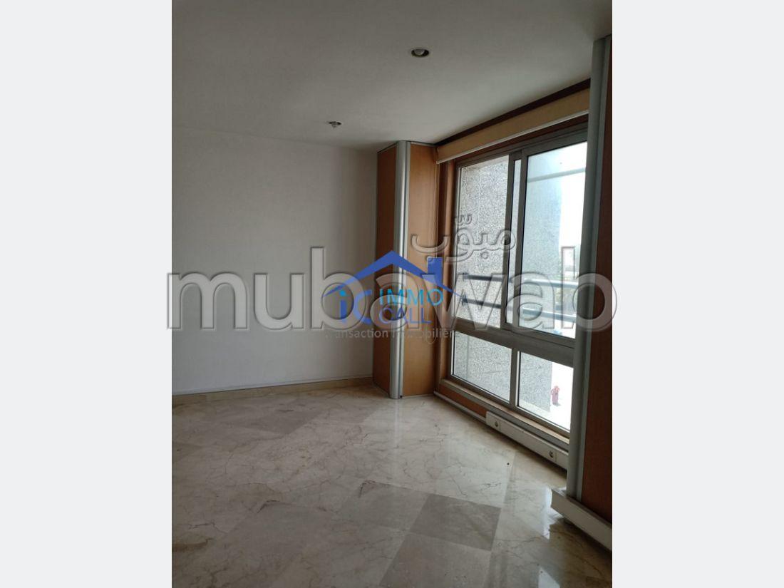 Oficinas en alquiler. Superficie de 104.0 m². Bodega, gran terraza.