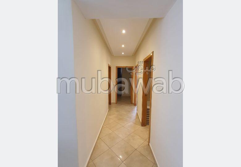 شقة للشراء بطنجة. 2 غرف ممتازة. مصعد ومرآب.