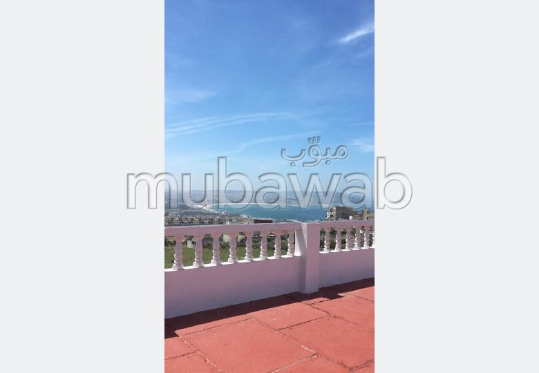Luxury villa for sale in Malabata. 5 beautiful rooms. Green areas, Balcony.