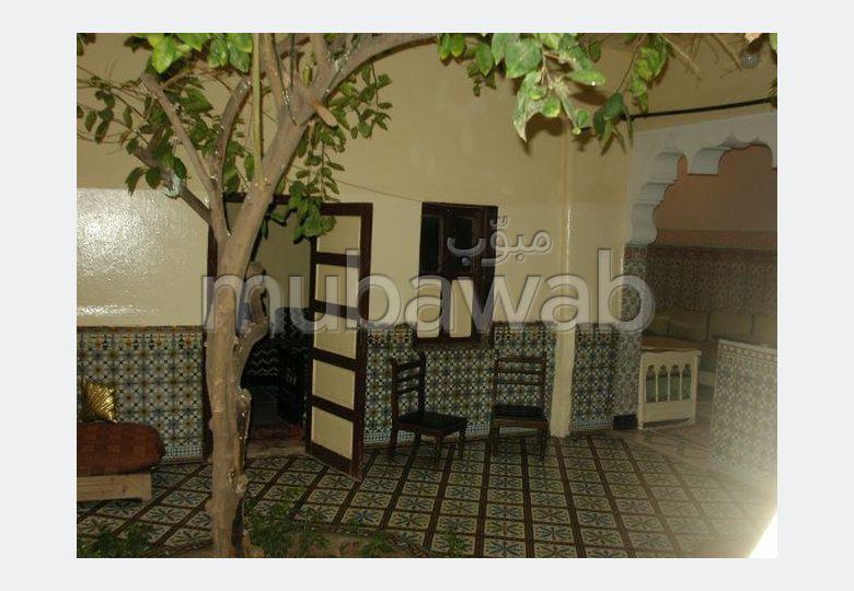 شراء منزل مميز بمراكش. المساحة 137.0 م². بيئة هادئة تطل على الجبل ، نافذة زجاجية مزدوجة.