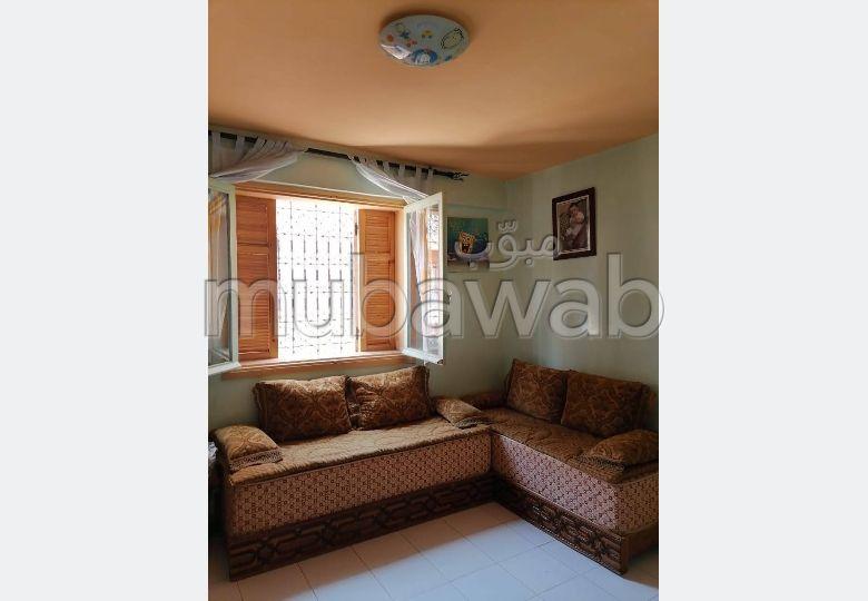 شقة للبيع بمراكش. 3 غرف. شرفة جميلة وحديقة