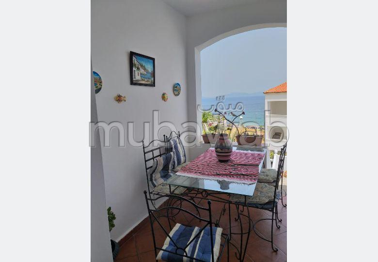شقة رائعة للبيع بطنجة. 2 غرف جميلة. شرفة جميلة وحديقة
