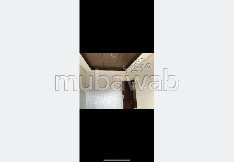 Se vende casa en Riad Al Atlas. Gran superficie 81.0 m². Plazas de parking y terraza.