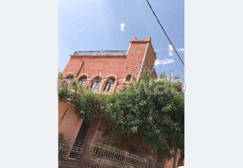 Maison à vendre à Route de l'Ourika. 4 chambres. Double vitrage et chauffage central