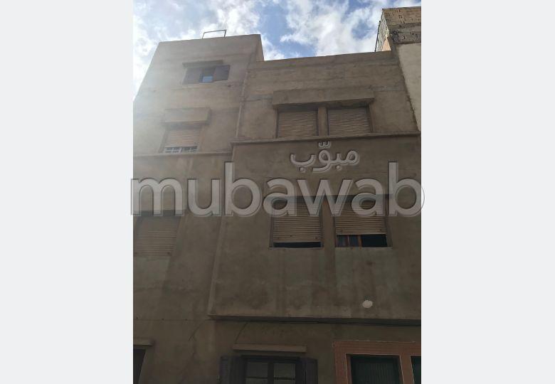 Vente maison à Mohammedia. 5 chambres. Salon traditionnel et porte blindée.