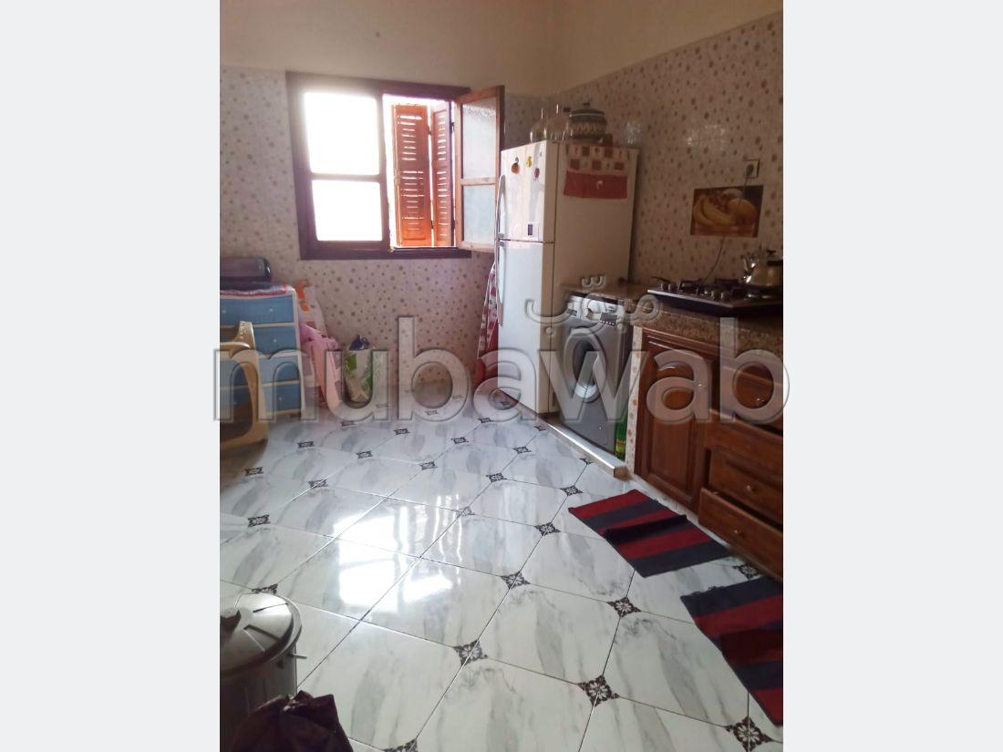 Maison à vendre à Daoudiat. Surface de 100.0 m². Salon traditionnel et porte blindée