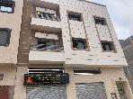 Appartement à vendre à Bouznika. Superficie 107.0 m². Places de stationnement et terrasse.