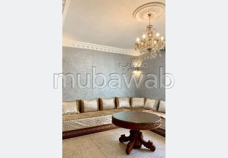 Bel appartement à vendre meublé à Drissia. 2 chambres agréables. Salon traditionnel marocain