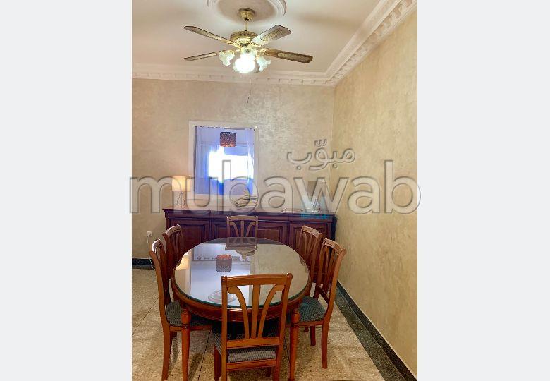 شقة للبيع ب الدريسية. المساحة الإجمالية 127.0 م². صالون مغربي أصيل.