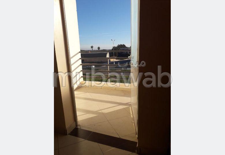 شقة رائعة للإيجار بأكادير. المساحة الكلية 60 م².