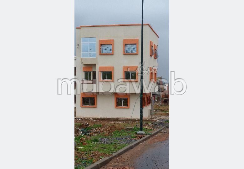 شقة رائعة للبيع بالقنيطرة. 3 غرف ممتازة. نظام تكييف الهواء.