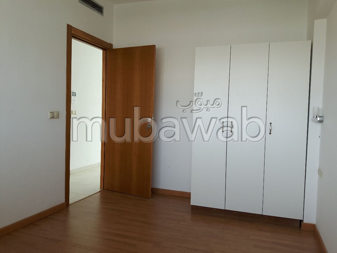Appartement en location à Agadir. Surface de 80 m². Avec ascenseur et terrasse