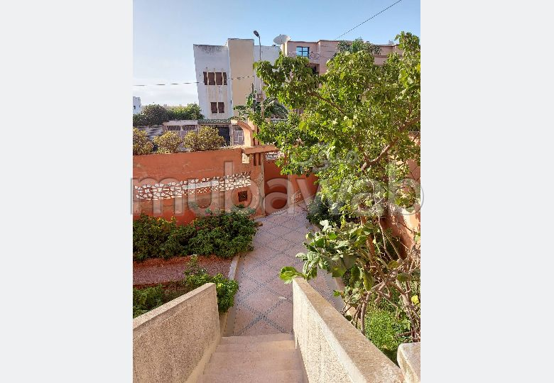 High quality villa for sale. Surface area 282.0 m². Parking spaces and terrace.