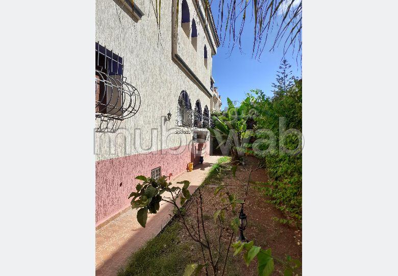 Trouvez votre maison à acheter à Casablanca. 8 grandes pièces. Jardin et terrasse