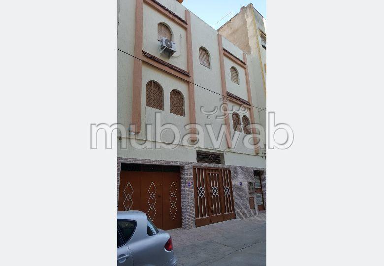 Maison à vendre à Tanger. 1 chambre. Grand balcon.