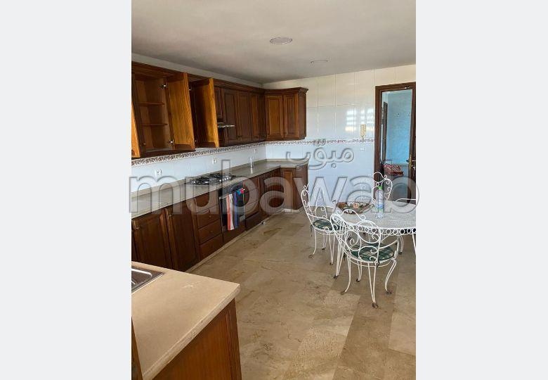 شقة للكراء بالرباط. المساحة الكلية 152.0 م². مصعد ومرآب.