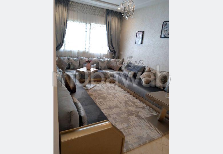 شقة جميلة للبيع بالقنيطرة. 2 غرف ممتازة. صالون مغربي نموذجي ، إقامة آمنة