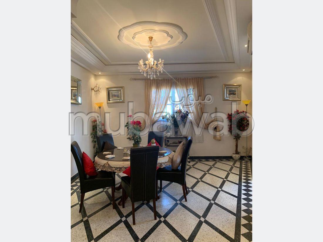 Se vende casa en Mhamid. 7 Sala. Salón marroquí y antena parabólica.