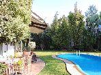 فيلا جميلة للبيع بالدارالبيضاء. 5 غرف ممتازة. الراحة الكاملة مع حمام سباحة ومدفأة.