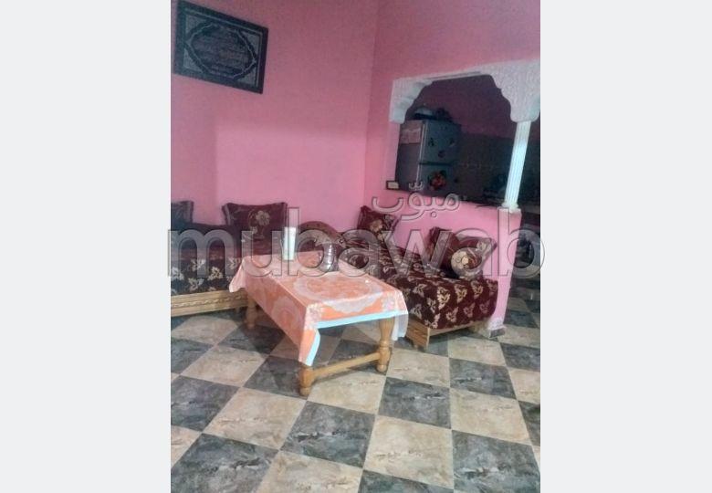 Maison à vendre à Kénitra. 3 grandes pièces. Jardin.