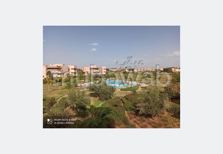 شقة جميلة للبيع بمراكش. 2 غرف رائعة. صالون مغربي، و خدمة الأمن والحراسة.