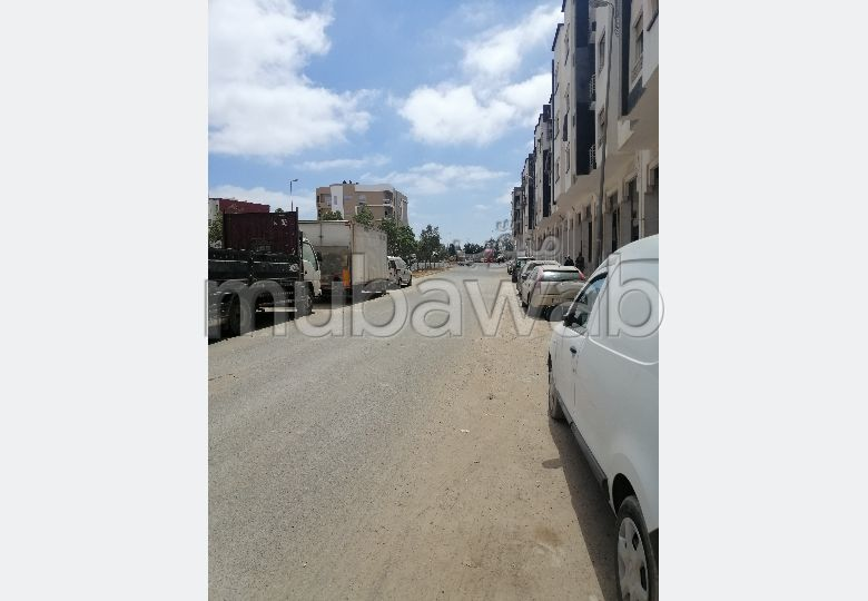 محل تجاري للبيع على الشارع تجزئة النعيم قرب شارع عقبة