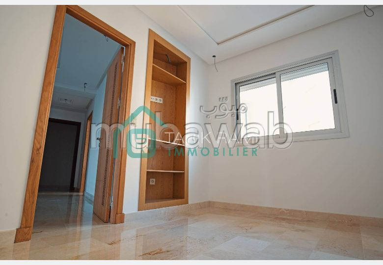 Fabulous apartment for sale. 3 beautiful rooms. Glass wall.