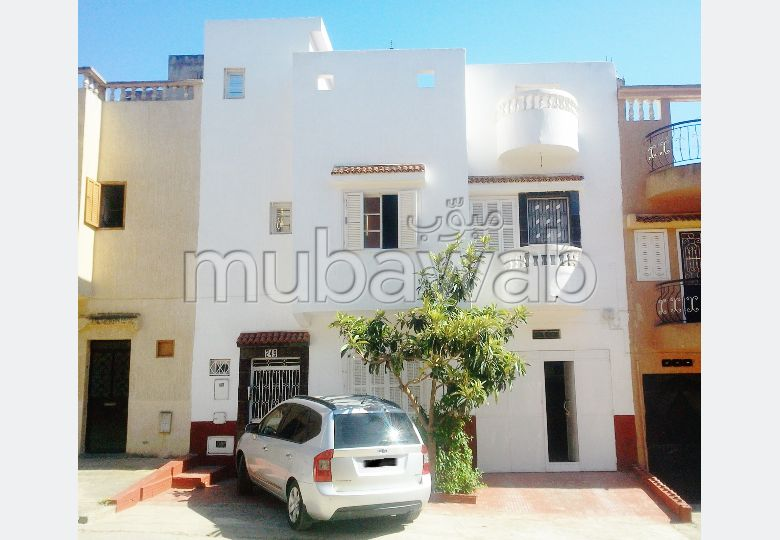 House to buy. 7 Studio. Furnished Moroccan living room, General satellite dish system.
