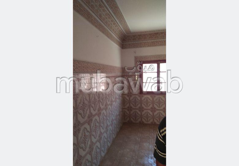 Maison à acheter à Marrakech. Superficie 80.0 m². Salon avec décoration marocaine.