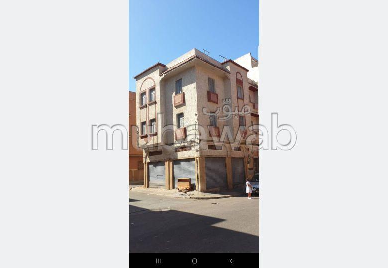 3 facades 3 appartements 2 magasins titré