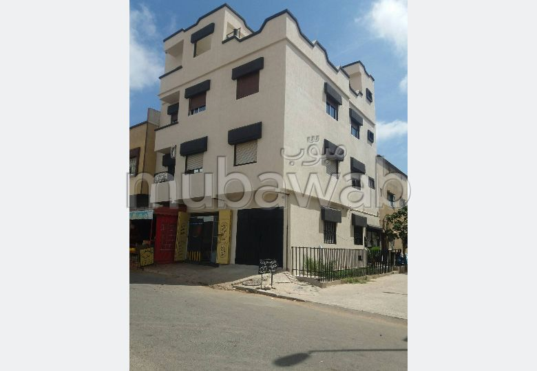 House for sale. Small area 110.0 m². Parking spaces and beautiful garden.