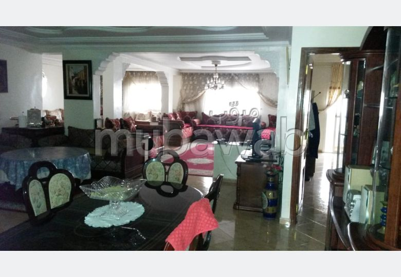 Fabulous apartment for sale. Total area 199.0 m². Traditional living room and satellite dish system.