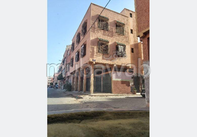 Vente maison à Marrakech. 6 pièces. Salon Marocain et antenne parabolique.