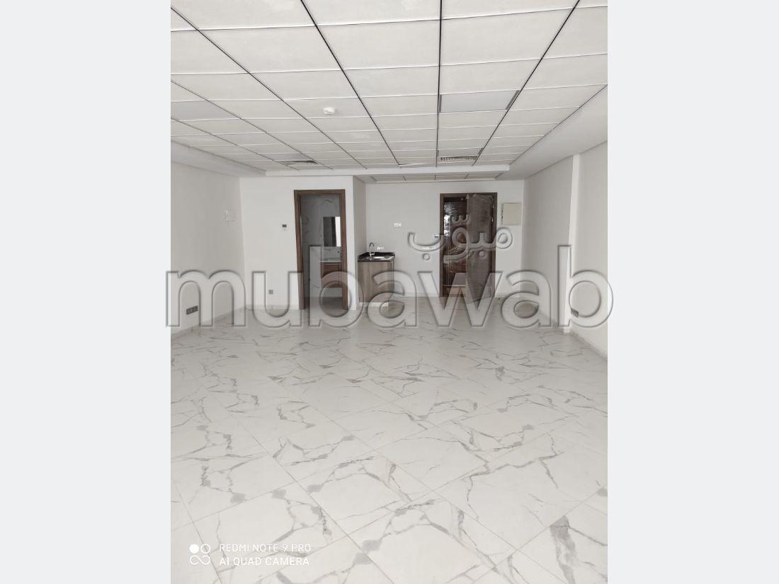 Oficinas en alquiler. Superficie 113 m². puerta de seguridad, residencia cerrada.
