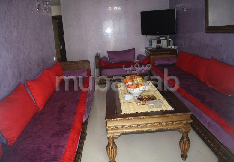 شقة رائعة للبيع بطنجة. المساحة الكلية 63.0 م². صالة مغربية وصحن فضائي.