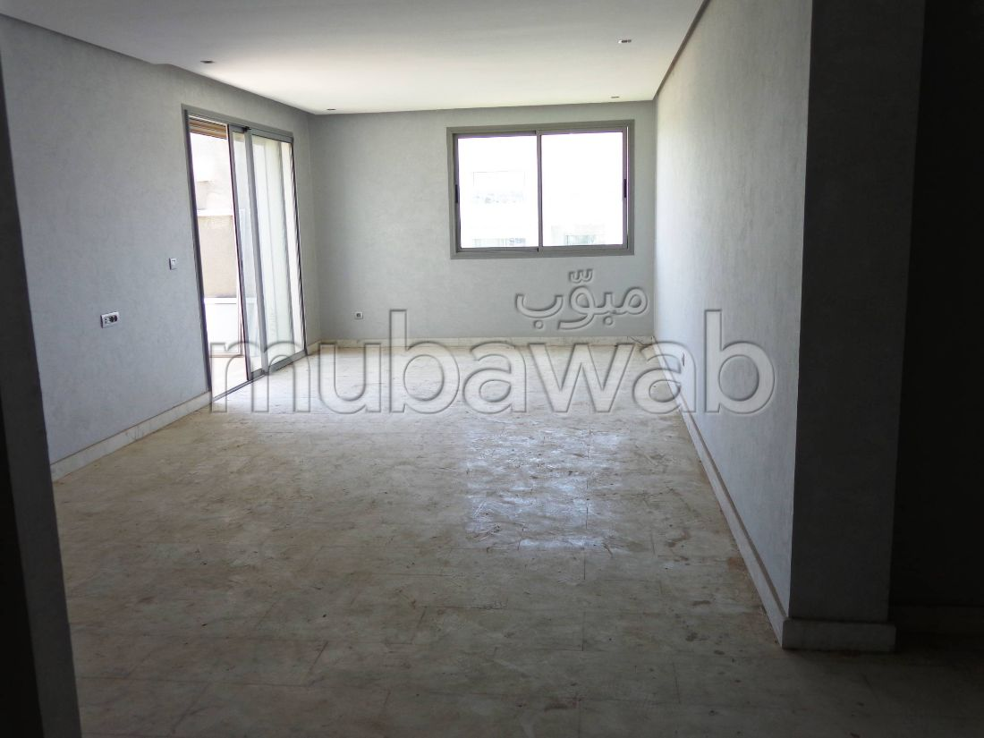 Find an apartment to buy. 3 beautiful rooms. Traditional living room, Secured residence.