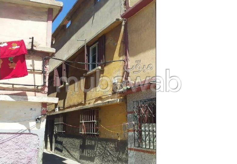 Superbe maison à vendre à Casablanca. 4 pièces. Salon traditionnel marocain.
