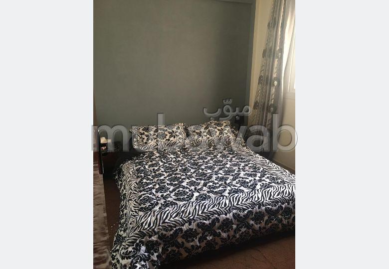 شقة جميلة للبيع بالحي المحمدي. المساحة 51.0 م². مطبخ مجهز جيدا.