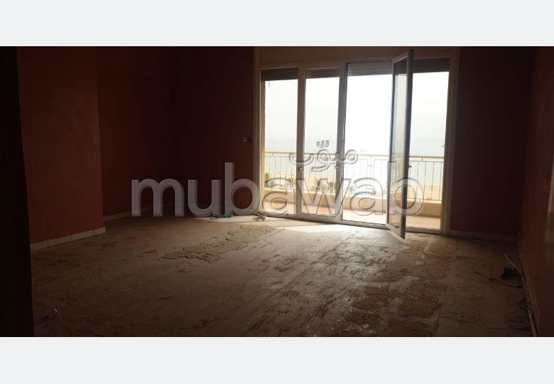شقة رائعة للبيع بأكادير. 2 غرف ممتازة. مصعد وشرفة.