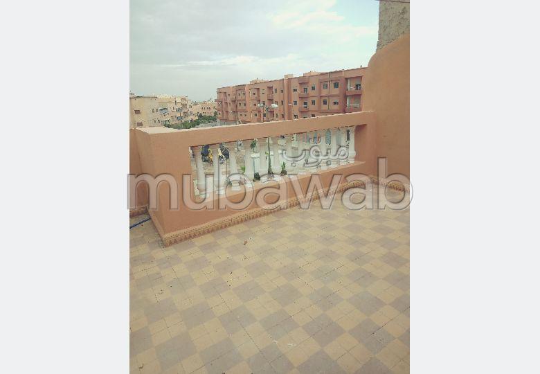 Se alquila este piso. Superficie de 50.0 m². Balcón.