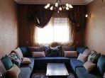 شقة للبيع بأكادير. 3 قطع رائعة. صالة مغربية وصحن فضائي.
