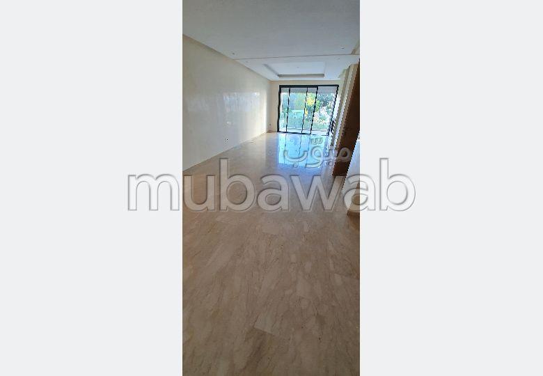 شقة للإيجار بالرياض. 4 قطع. نوافذ زجاجية مزدوجة ومدفئة مركزية.