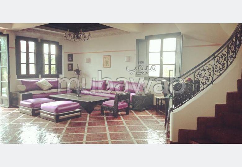 Busca pisos en venta. Area 300.0 m². Plazas de parking y terraza.