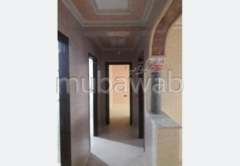 شقة جميلة للكراء بطنجة. المساحة الكلية 80.0 م².